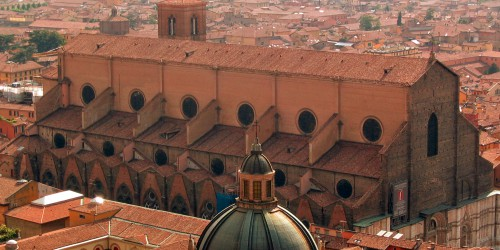 Bologna_italy_duomo_from_Asinelli