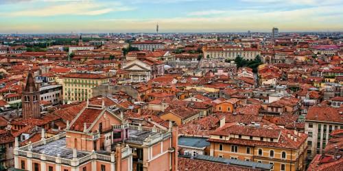 Across_the_Rooftops_2_Verona_Italy