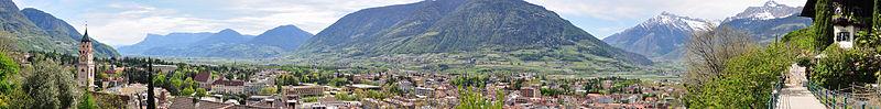 800px-2011-04-08_14-21-13_Italy_Trentino-Alto_Adige_Meran