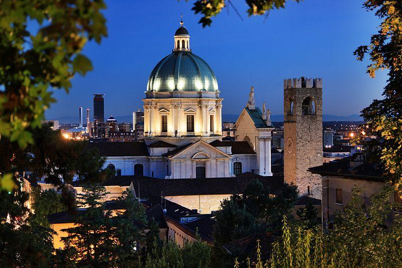 800px-Brescia_-_Duomo_Nuovo_visto_dal_castello