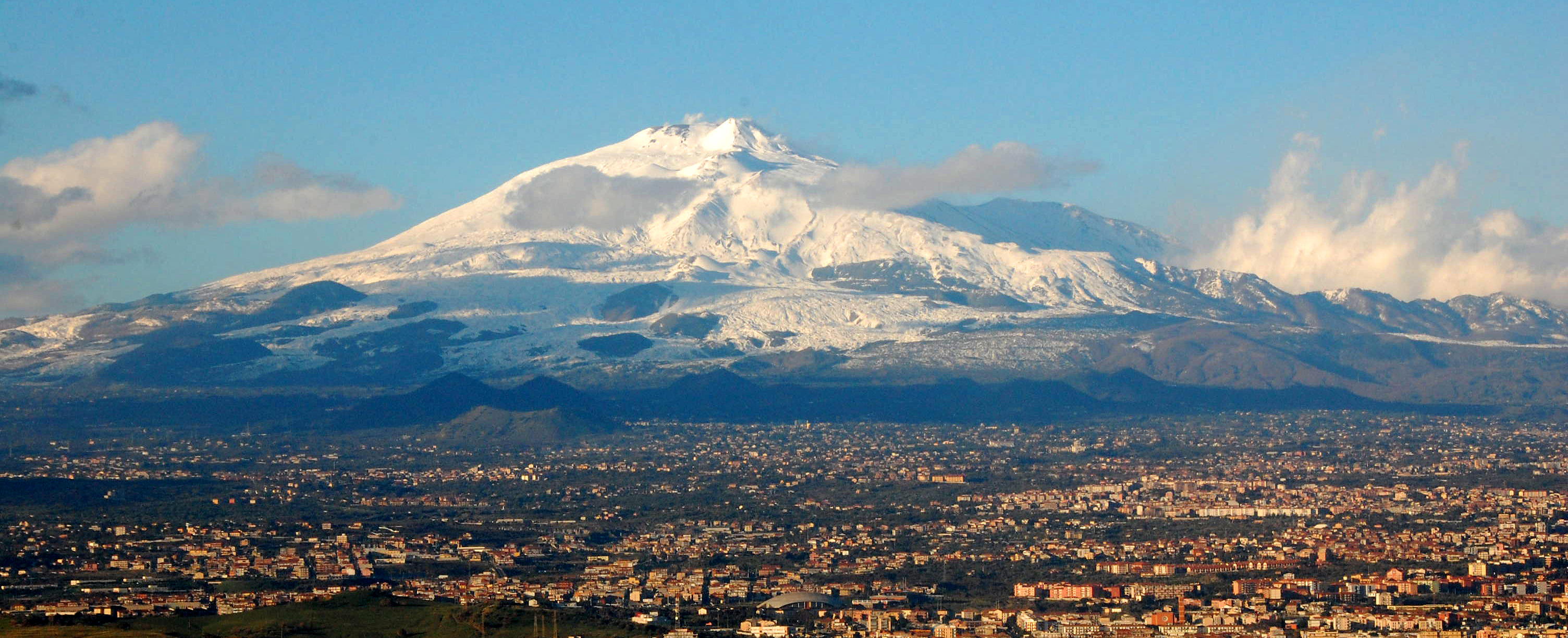 Mt_Etna_and_Catania1