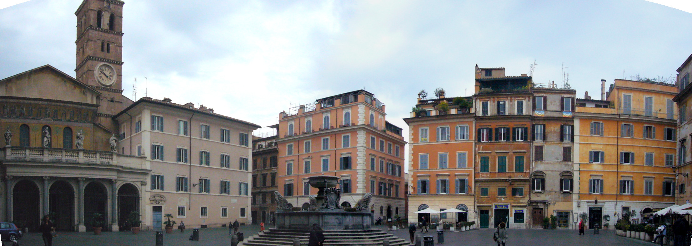 Trastevere_-_piazza_di_s_Maria_1060258-9