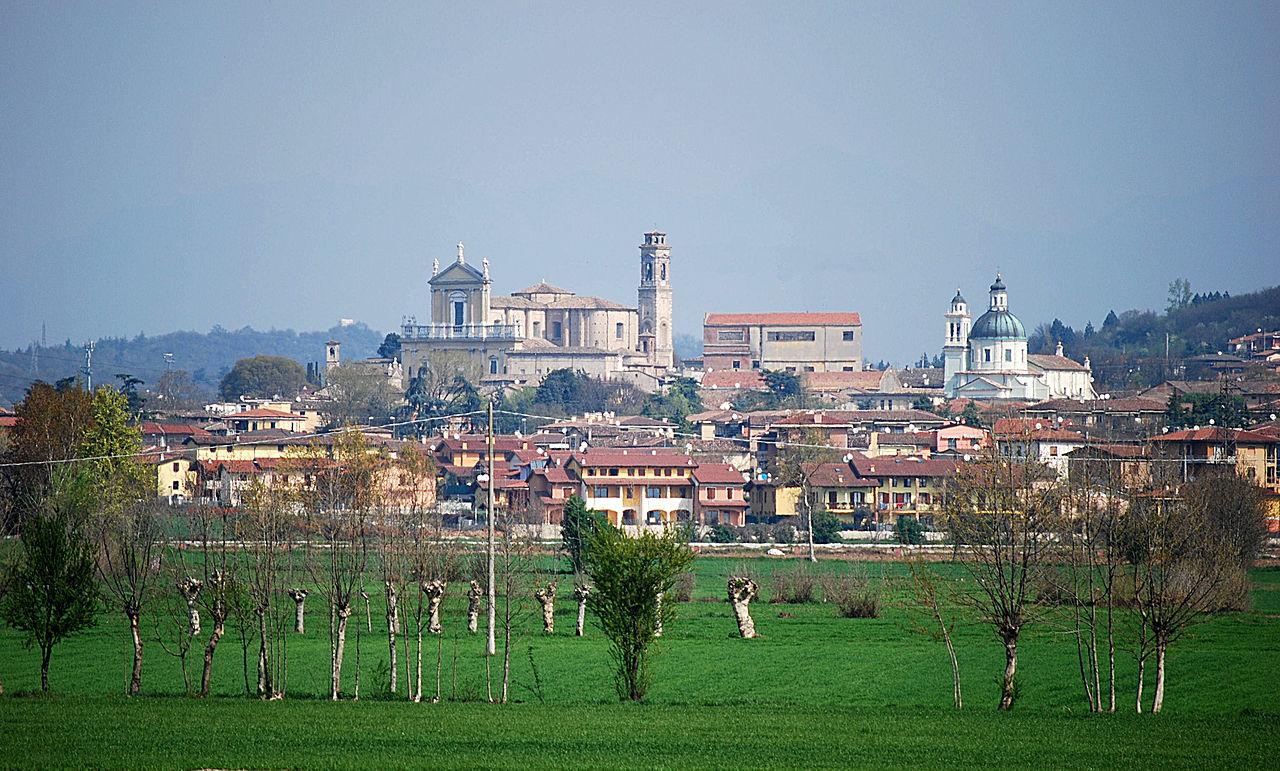 1280px-Castiglione_panorama