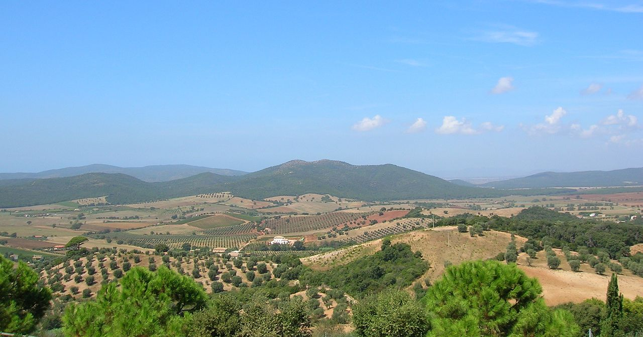 1280px-Panorama_da_Capalbio