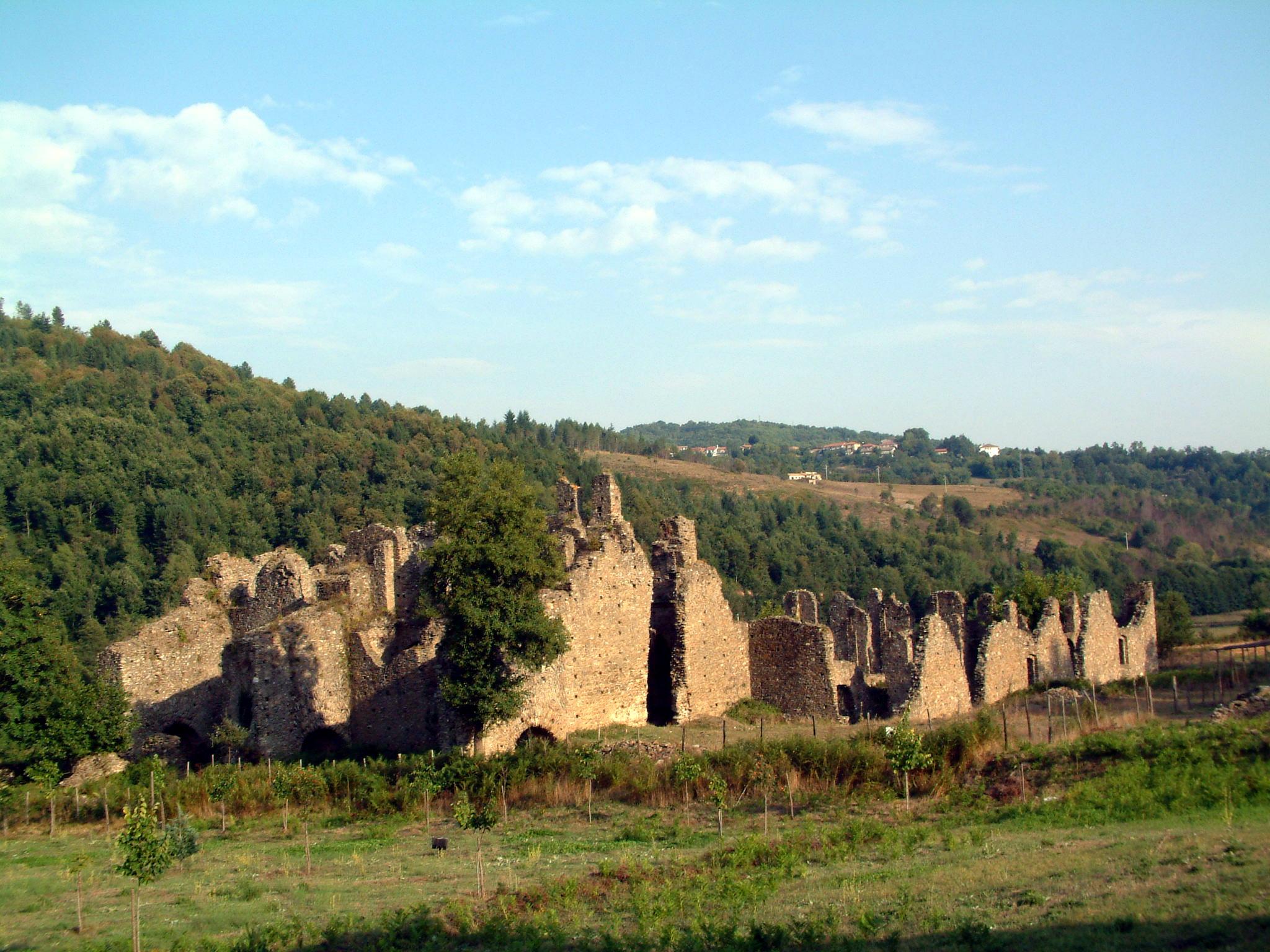 Abbazia_di_Corazzo,_Calabria[1]