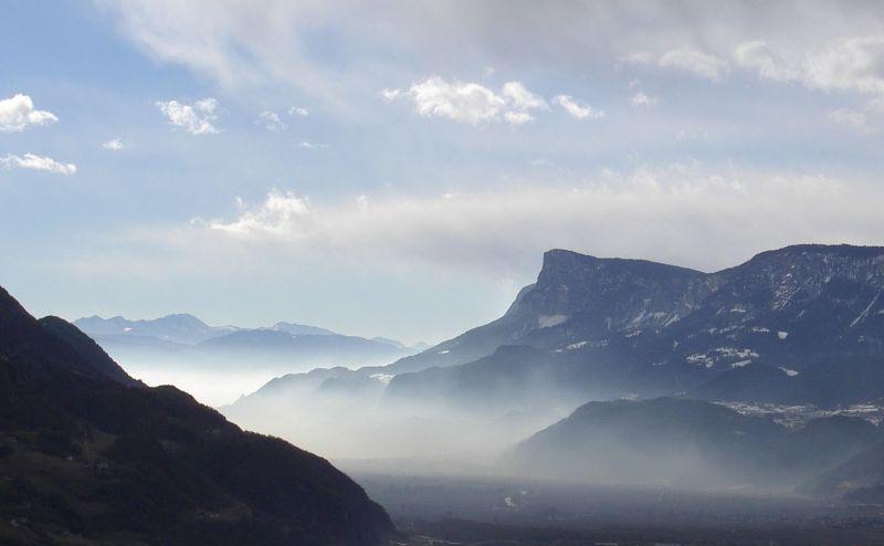 Gantkofel_over_Etsch_valley