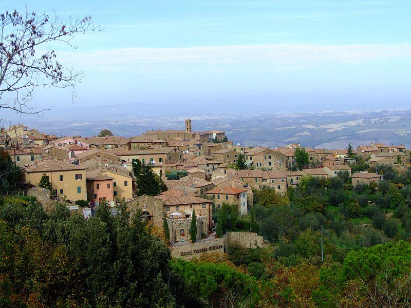 Montalcino_town_view