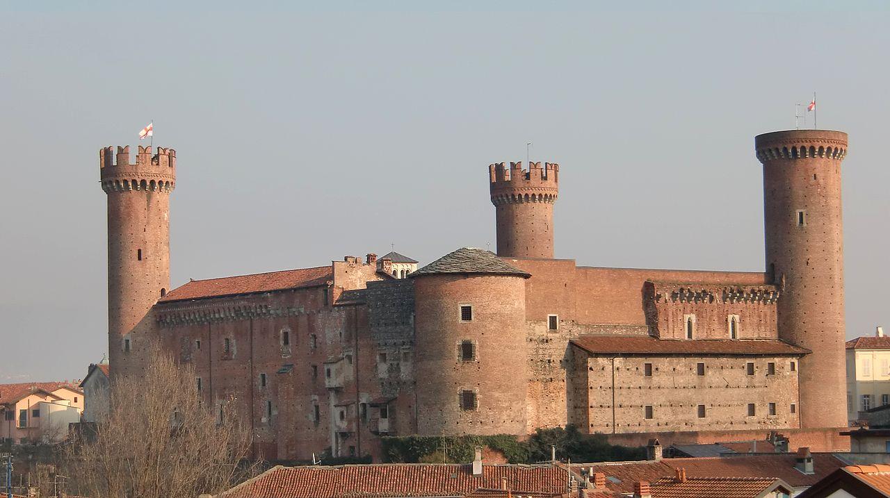 1280px-Ivrea_Castello_Veduta_06