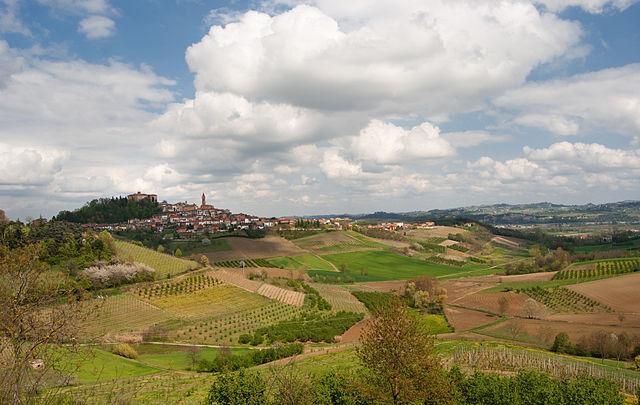 640px-Castello_di_govone_(Roero,_Piemonte)_e_colline_in_primavera[1]