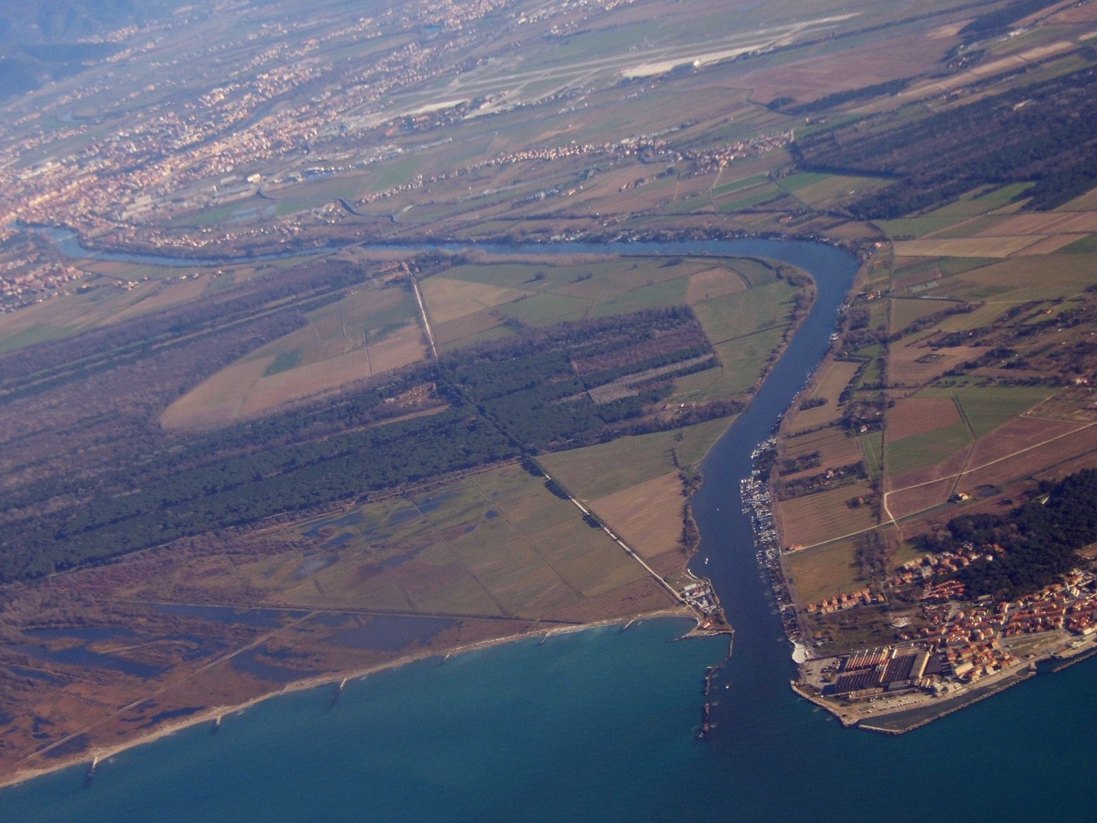 Arno_Mouth_Italy_aerial_view[1]