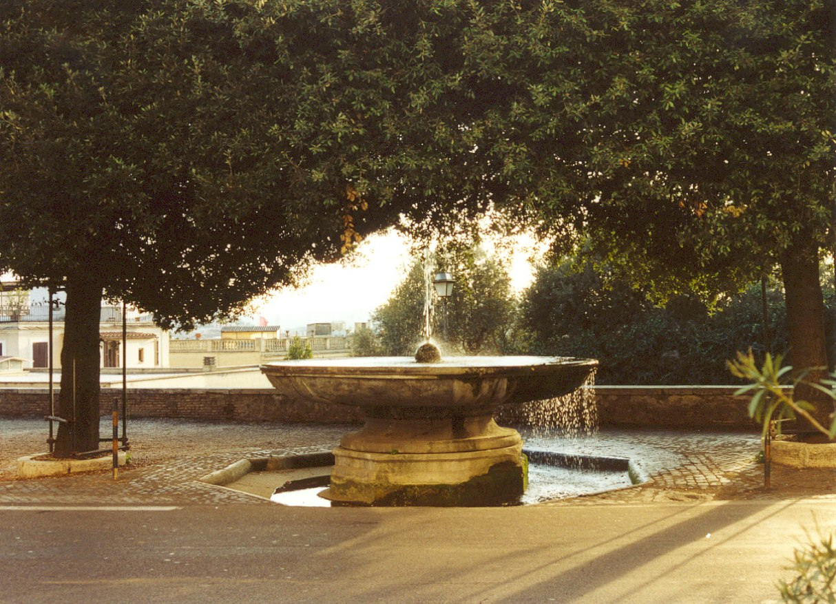 Fountain_in_front_of_Villa_Medici_on_Pincio_Rome[1]