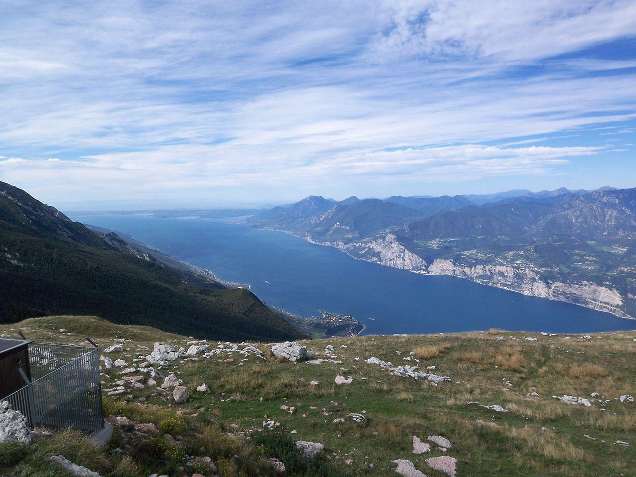 1280px-Blick_vom_Monte_Baldo_auf_den_Gardasee[1]