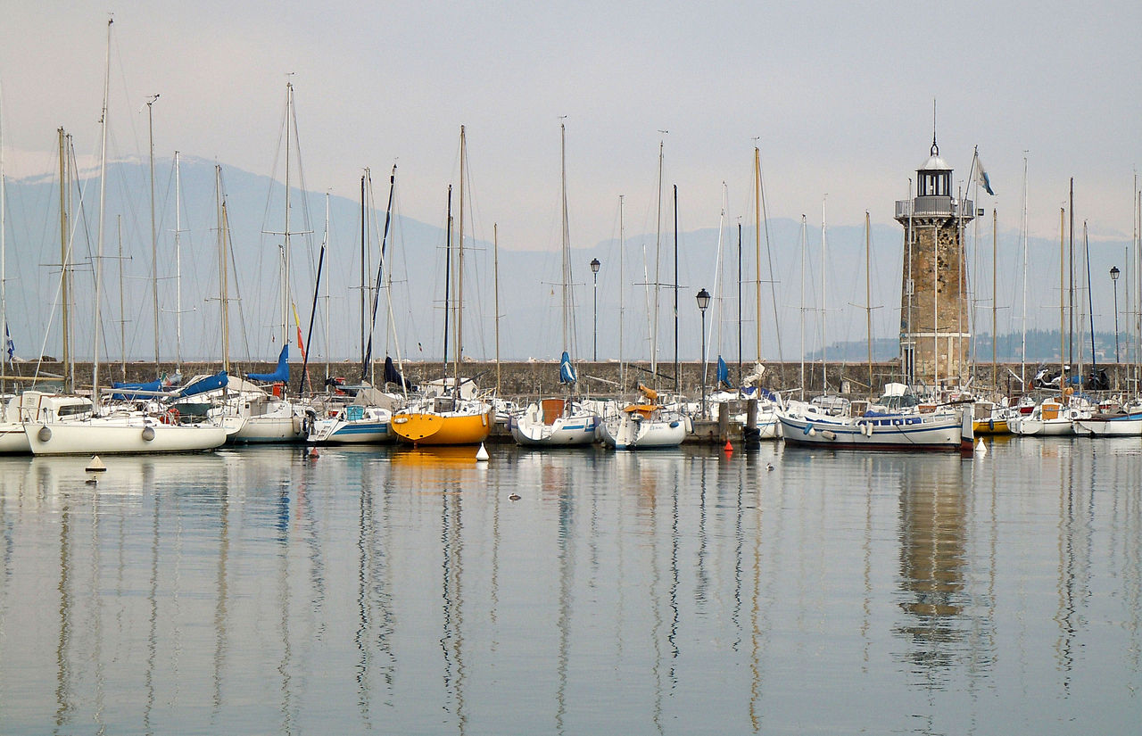 1280px-Desenzano_del_Garda_-_Il_faro