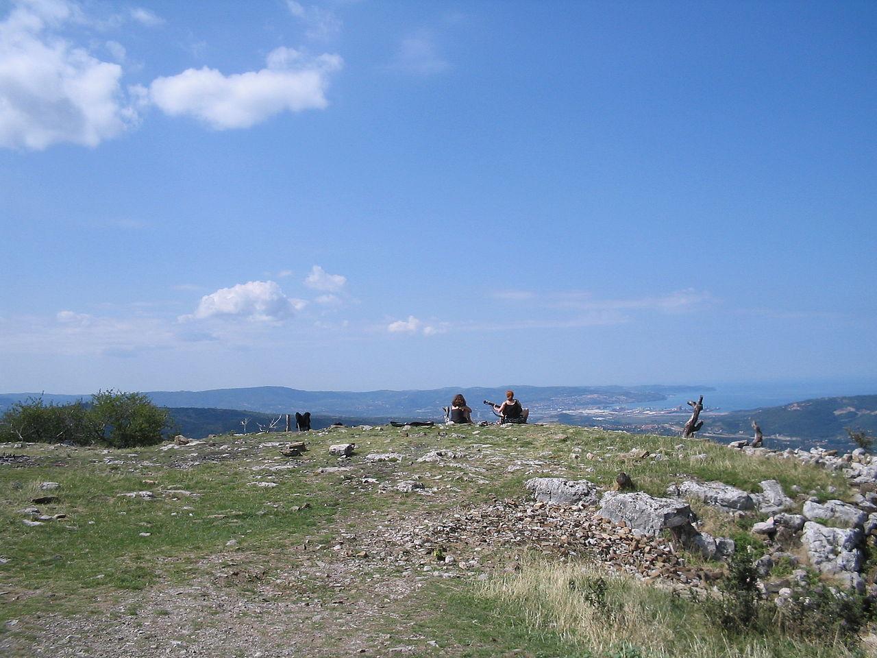 1280px-Karst_beyond_Trieste[1]