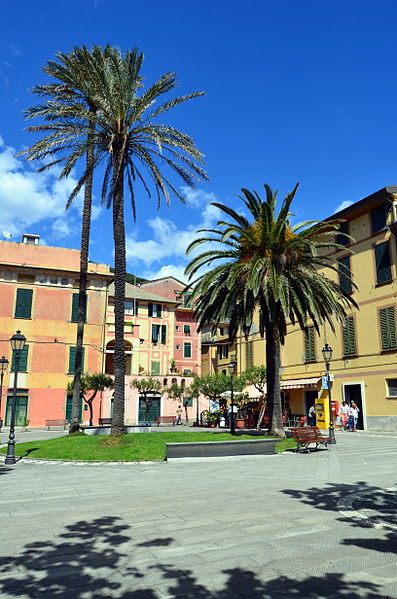 397px-Bonassola-piazza_Brigata_Cento_Croci2