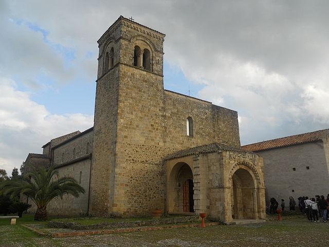 640px-Basilica_di_Anglona,_aprile_2011_-_6