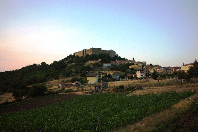 640px-Castel_lagopesole
