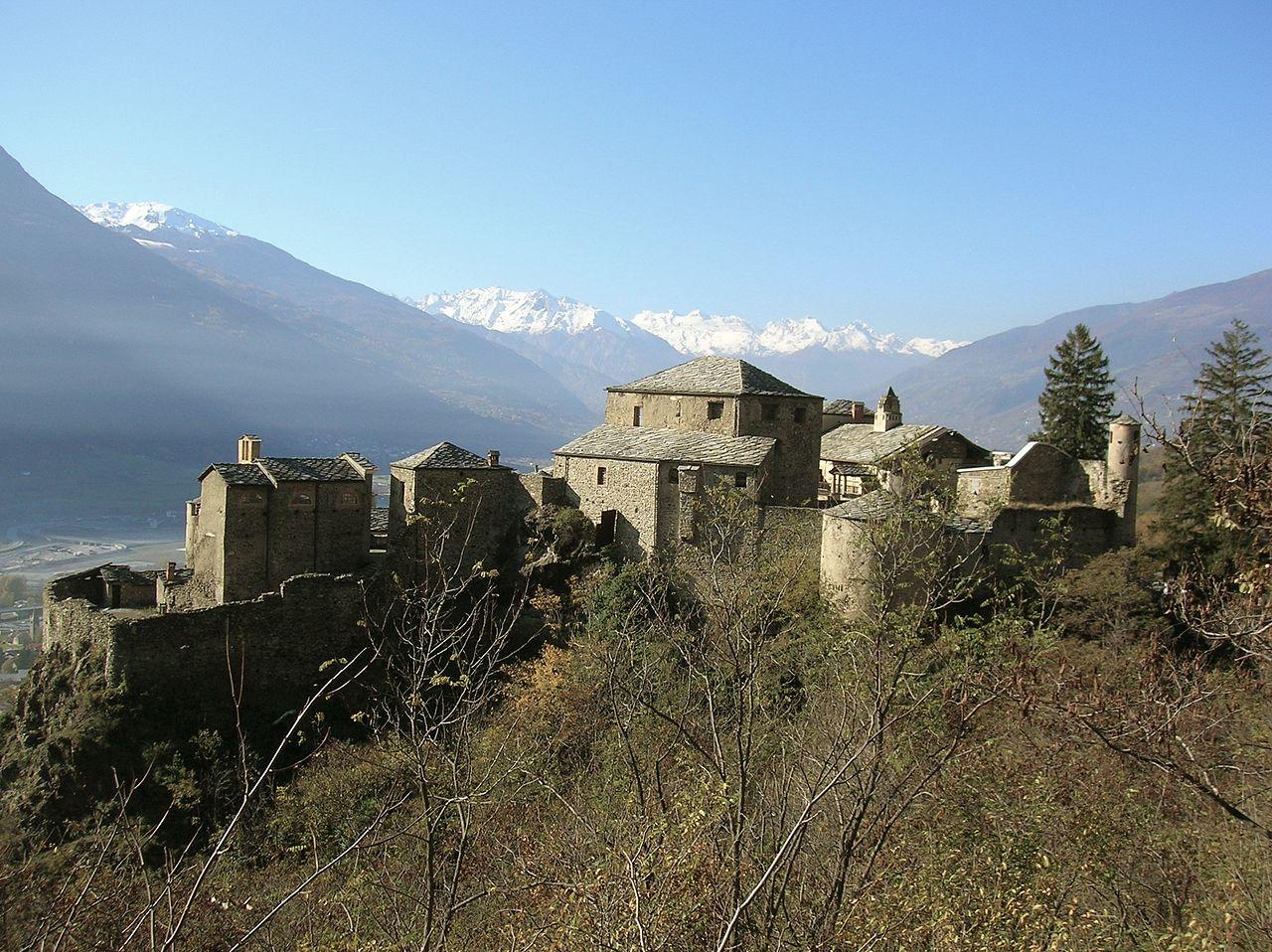 1280px-Castello_di_Quart_(AO)