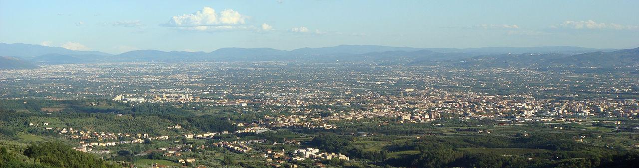 1280px-Panorama_Piana_Pistoia-Prato-Firenze_1