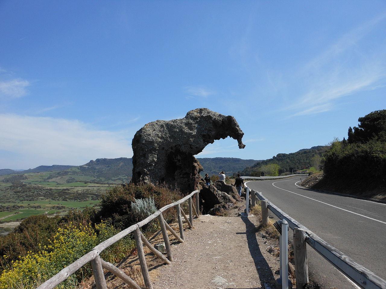 1280px-Castelsardo_-_Roccia_dell'Elefante_(01)