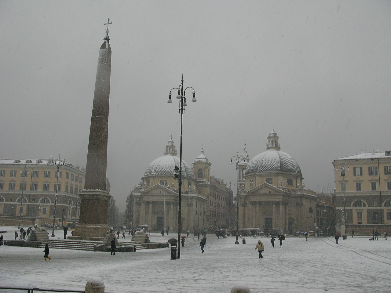 1280px-Roma,_Piazza_del_Popolo_durante_la_nevicata_del_3_febbraio_2012