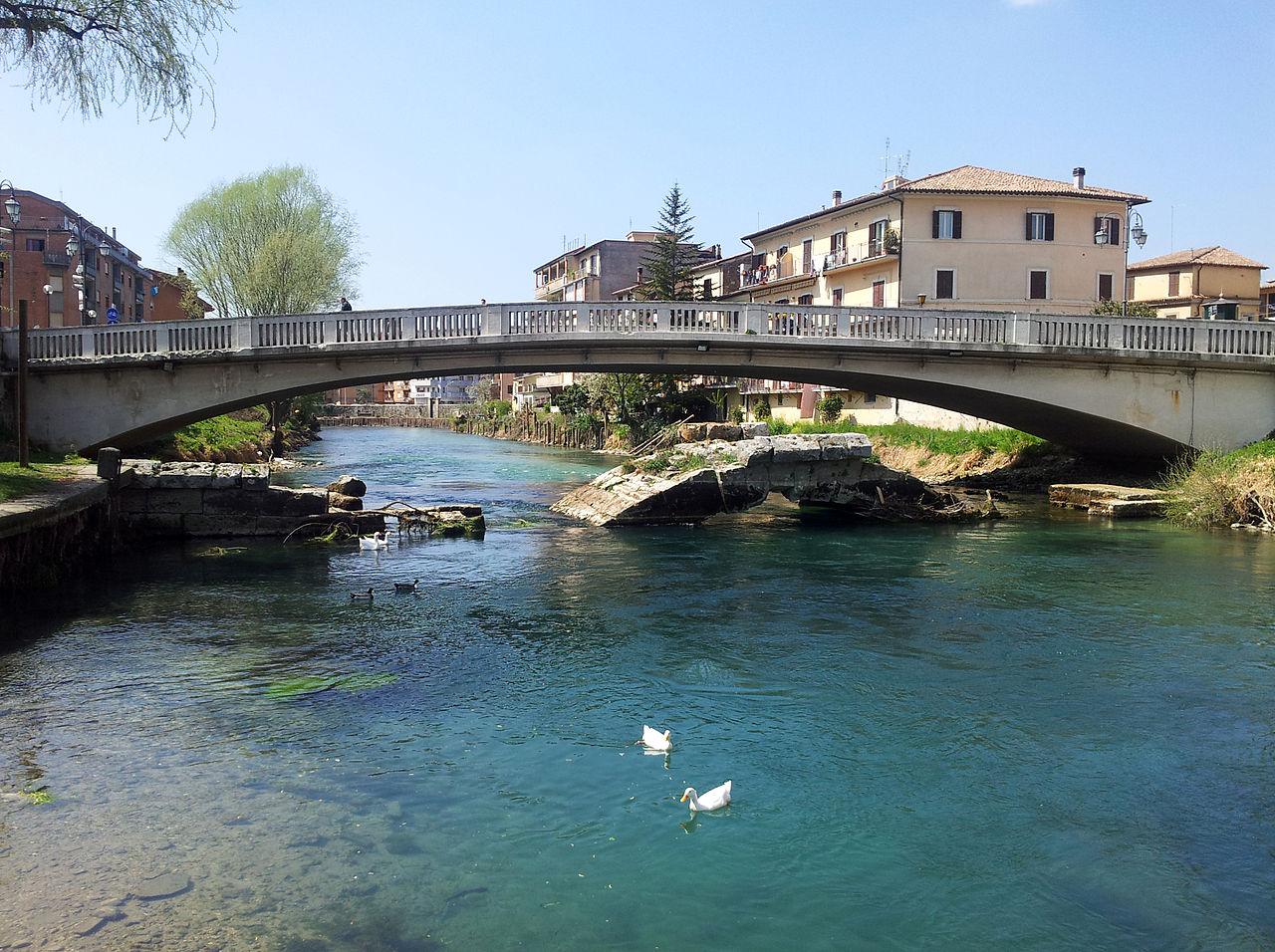 1280px-Ponte_Romano_di_Rieti_-_dalla_riva,_2