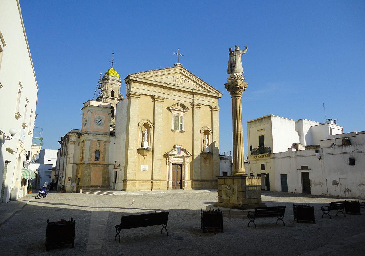 1280px-Piazza_Taviano