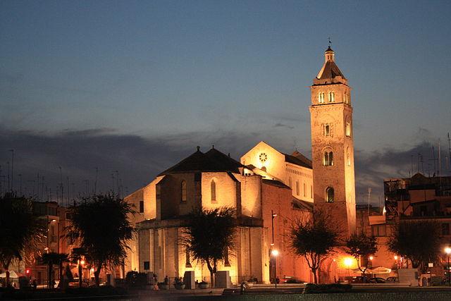 640px-Barletta_Cattedrale_retro01