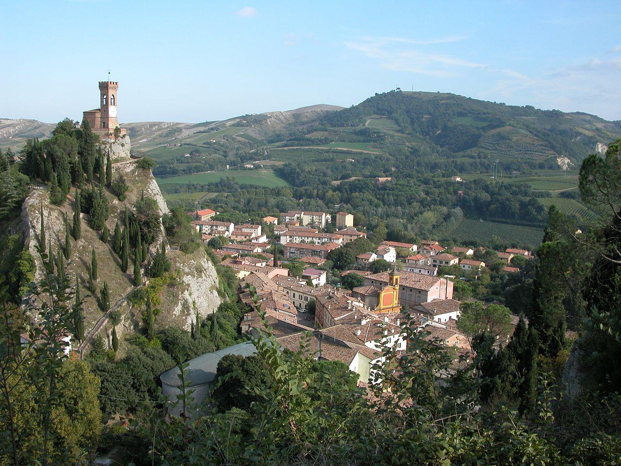 Brisighella,_Panorama_dalla_Rocca_Manfrediana._A_sinistra_la_Torre_dell^^39,Orologio_-_panoramio