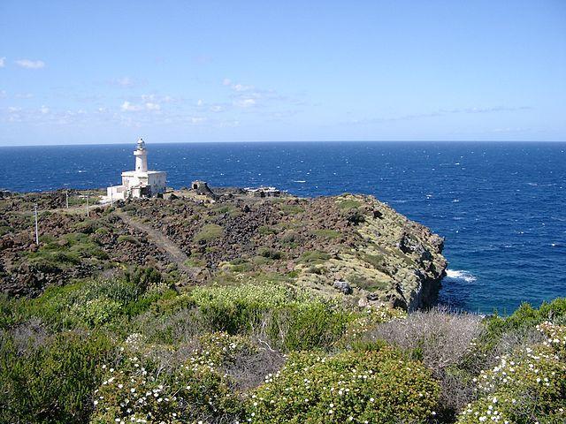 640px-Faro_pantelleria