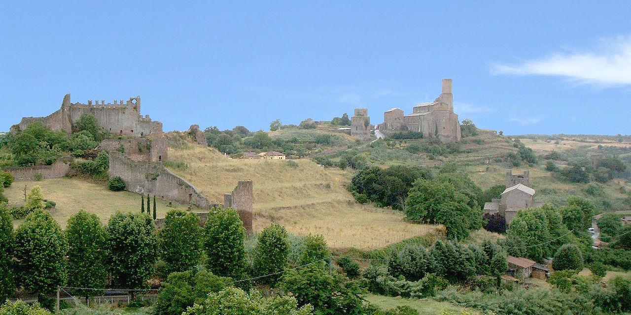 Tuscania, Blick auf den Hügel von San Pietro
