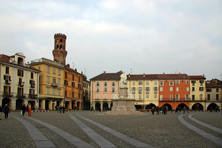 Vercelli_PiazzaCavour