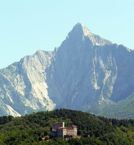 445px-Gragnola_(Fivizzano)-castel_dell'Aquila2012-3