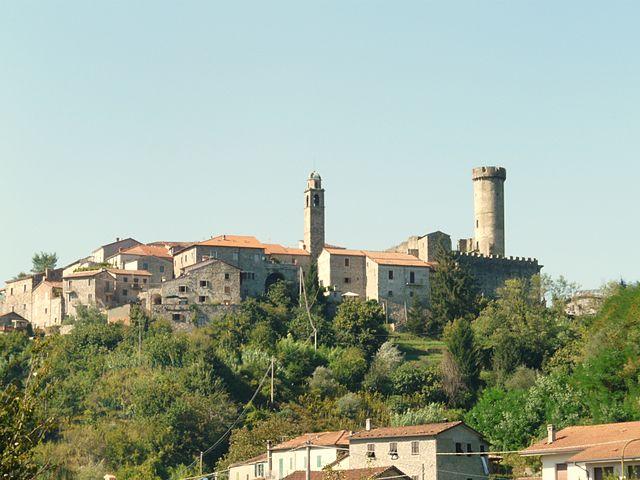 640px-Villafranca_in_Lunigiana-Malgrate1