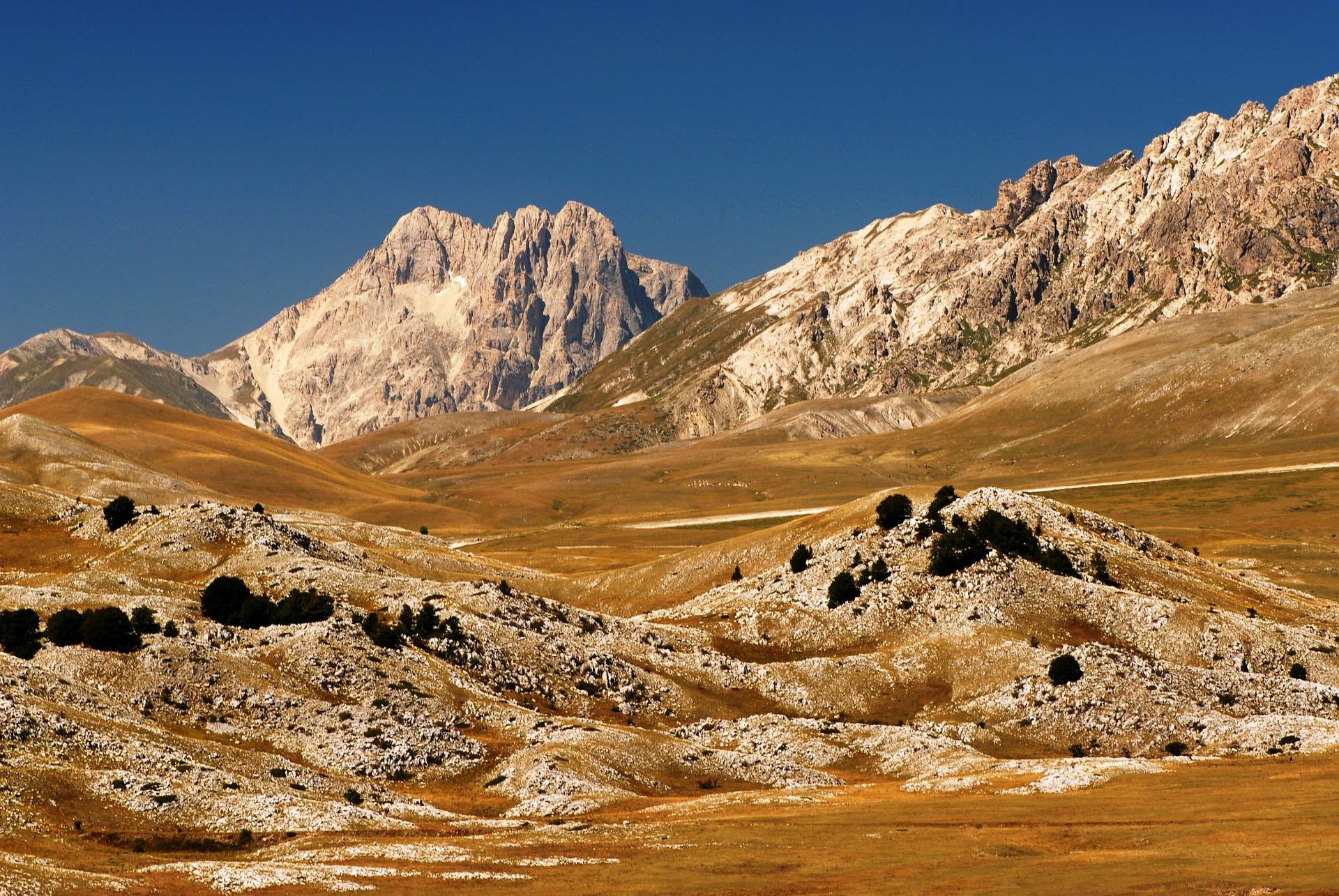 mountain-76135_1920