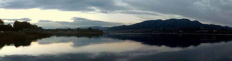 800px-il_lago_di_varese